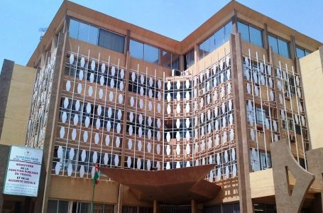 Enseignement post-primaire et secondaire : le ministère de la Fonction publique recrute 1150 professeurs