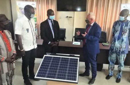 PACAO : l'Union européenne offre du matériel pour appuyer la filière miel et énergie solaire