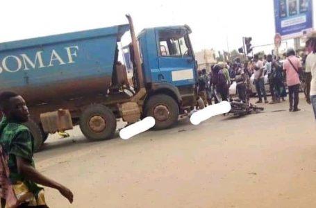 Bénin : un camion de Ebomaf tue un motocycliste et fait des blessés