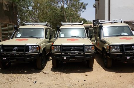 L'Union européenne appuie le bataillon burkinabè de la Force conjointe du G5 Sahel avec quatre ambulances équipées