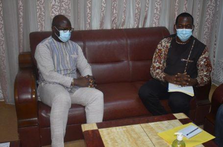 Lutte contre le Covid-19 : le ministre de la Santé, Charlemagne Ouédraogo félicite le projet «Anw ka kêlê» pour sa contribution