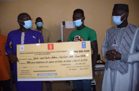 Projet de réponse d'urgence aux crises du ministère de la Jeunesse : des kits et des fonds remis à 300 bénéficiaires